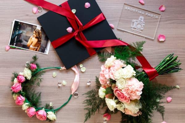 Album photo 974 avec couronne de fleurs et bouquet de fleurs